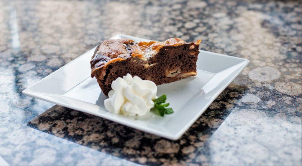 Čokoládový koláč s jablky - Chocolate cake with apples