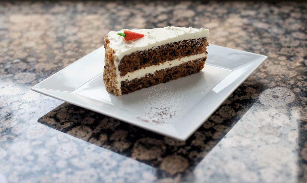 Mrkvový dort - Carrots cake with walnuts